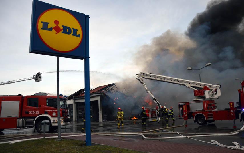 Potężny Pożar Sklepu Lidl W Wadowicach
