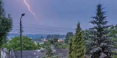 Synoptycy przestrzegają przed burzami i gradem