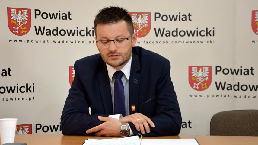 Starosta Kaliński pomoże w remoncie Sienkiewicza. Burmistrz Klinowski jest sceptyczny