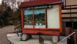 Słynna gablota PTTK stoi i czeka, a władze Wadowic nie bardzo się nią interesują