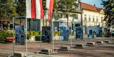Do końca maja na kalwaryjskim rynku wystawa plenerowa o żołnierzach wyklętych