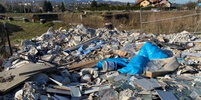 Mieszkańcy osiedla Podhalanin narzekają na hałdę śmieci