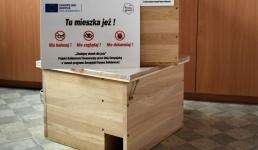 Od kilku miesięcy robią drewnianie schronienia dla jeży