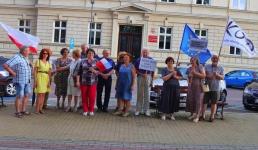 Protestowali w obronie niezawisłości sądów i wyprowadzaniu przez PiS Polski z Unii Europejskiej
