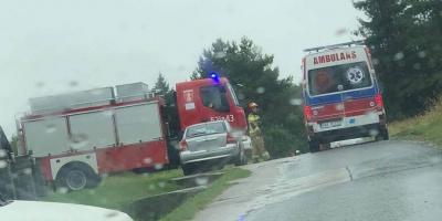 Zderzenie dwóch aut w Dąbrówce. Jedna osoba poszkodowana
